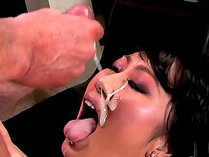 Sexy Asian stunner with hot shapes gets facialized