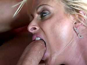 Mature sex bomb Holly Halston knows how to make a guy cum