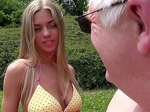 Stunning Lolly Gartner wants to feel an elderly man's prick