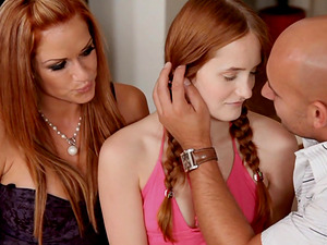 Denisa Heaven and Stacy Silver seduce a fellow for a threesome game
