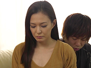 Fat cock for insatiable brunette beauty Rika Mizuhara