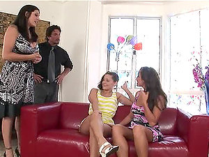 Dual bj for a lucky dude with Lizz Tayler and Raylene