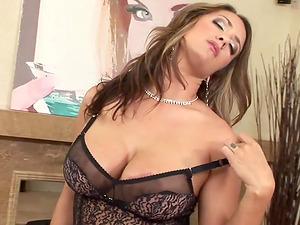 Trina Michaels Shows off massive Tits