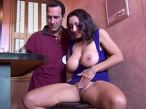 Persia Monir teases a guy with her amazing tits before a fuck