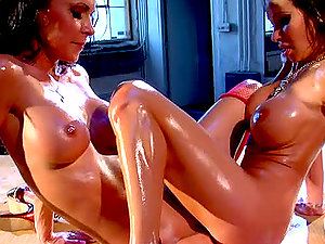 Jessica Jaymes and Sandee Westgate oil each other and have fun sapphic games