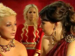 Sexy Romans Jennifer Love and Milla Pussinova finger-fuck each other