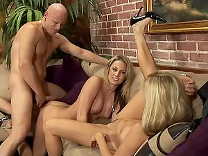Kiara Diane and Totally Tabitha give excellent dual bj to lucky man