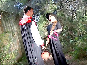 Beautiful Gina Snake pleasures two handsome friends outdoors
