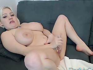 Sexy Midget uses multiple toys on cam, giggles when she cums