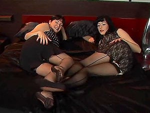 Hot dark haired lesbos eating each other´s fuckboxes
