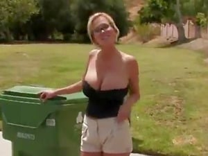 Worthy milf fucks in the backyard with a scavenger