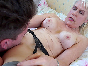 Lady Sextasy spreads her legs so a friend can drill her pussy