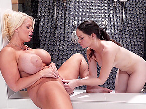 Jenna Ross and another hottie want to lick each other's cunts