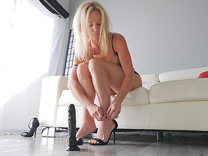 MILF Sydney knows how to use her black dildo to satisfy herself