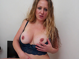 Solo play with mature Victoria Filth using her dildo