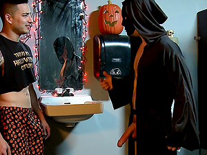 Halloween costumed gay sex ends with a lot of jizz everywhere