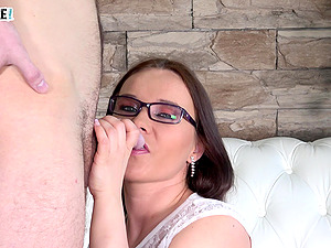 Wendy Moon finally agrees to please a friend by sucking his dick
