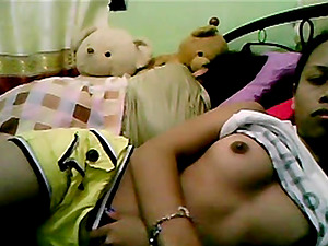 Filipina Teen Show Her Body On Web Cam