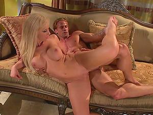 MILF Jessica Lynn gets big dick in pussy