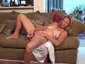 Blonde mature amateur MILF Indigo masturbates woth toys on her bed