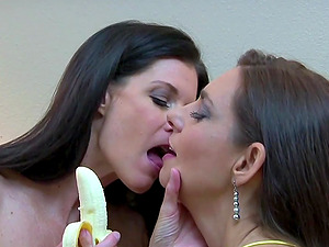 India Summer and Mindi Mink play with each others feet and pussies
