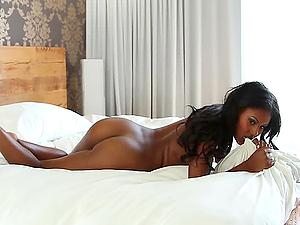 Dark-hued honey Teresa Ransom shows her flawless bod in the bedroom