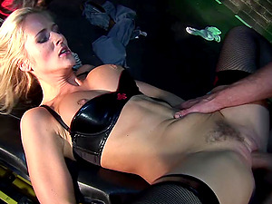 Handsome babes Jane Darling and Sarah Twain swap cum in a foursome