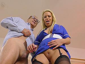 Blonde MILF bombshell Sasha Steele blows an old guy's dick POV