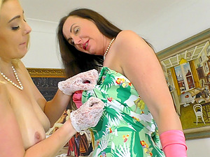 Mature lesbians in stockings Sapphire Blue and Lara pussy licking