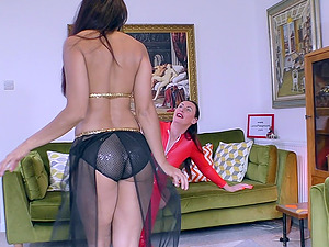 Mature lesbian Sahara Knite seduces her friend with belly dancing