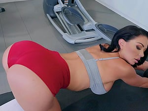 Sporty vixen Brooke Beretta loves swalloing delicious cum in the gym