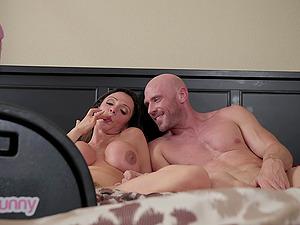 Busty Ariella Ferrera rides a fuck machine while sucking a big dick