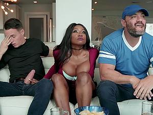 Ebony voluptuous whore Diamond Jackson swallows every drop