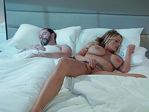 Bombshell blonde whore Stormy Daniels drains a big dick and balls dry