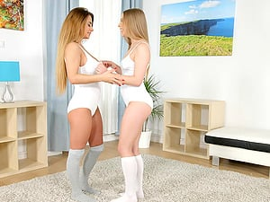 Flexible lesbian babes Candy Bell and Dorothy Black finger their holes