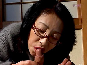 Japanese wifey Makiko Miyashita gets fucked in missionary position