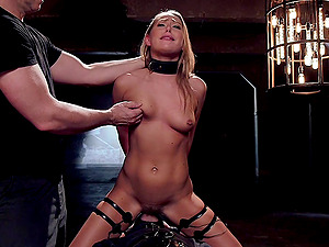 Submissive chick Carter Cruise craves for her friend's strong shaft