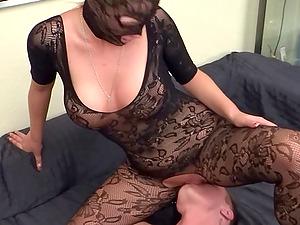 german femdom babe in nylons facesitting