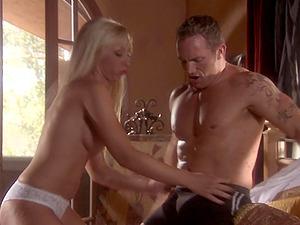 Busty blonde Jessica Lynn craving for a stranger's dick deep inside her