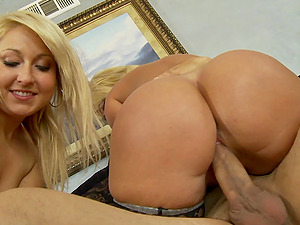 Mellanie Monroe and one more chick want to reach orgasm together