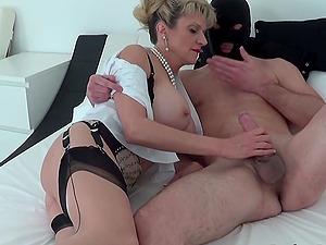 Lady Sonia sucking off a masked man
