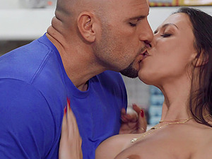 Sexy Rachel Starr gets her cunt destroyed by a huge cock