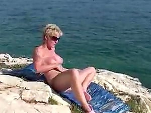 Reife Blonde Mature will Spass im Urlaub