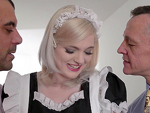 sexy housemaid Carly Rae sucked two stong shafts at the same time
