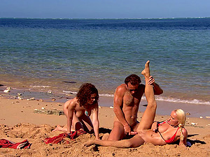 Diana Gold blowing friend's dick before a threesome at the beach