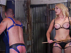 Mistress Bella Bathory wants to be punish by her lover with spanking