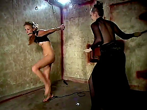 Lesbian BDSM and a slave role is memorable experience for Laila Mason