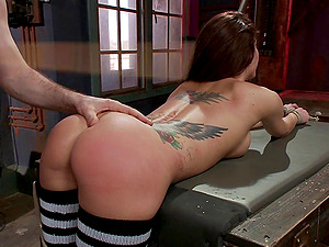 Tattooed and tied Gia Dimarco adores to play hardcore sex games