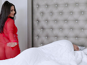 Rose Monroe decides to surprise her boyfriend with hard sex
