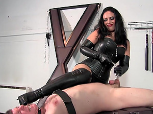 Pussy licking and facesitting are part of the Mistress Ezada's sex game